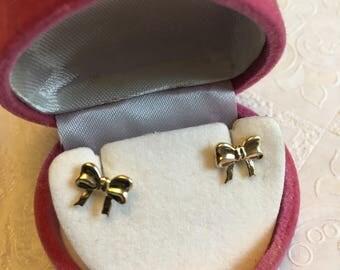 14K yellow gold ribbon bow earrings      VJSE