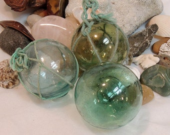 3 Unique Vintage Japanese GLASS FISHING FLOATS.. Color Variations, 2 With Nets (#49)