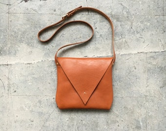 Drifter Leather Shoulder Bag in Tan