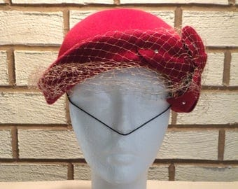 Vintage OLD RED Hat Red Stern Brothers Garden Party Soleil Wool Hat Wedding Hat Tan Netting Veil Wool For