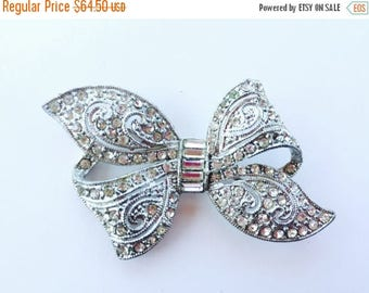 MASSIVE CLEARANCE Beautiful Vintage Pot Metal Art Deco Bow Brooch