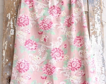 Creamy Pink and Aqua Floral Pattern Vintage Broadcloth Sailcloth Fabric