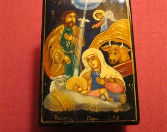 """NATIVITY of CHRIST. Beautiful Lacquer Box with a hinged top. Hand Painted In Russia. 2 1/4""""x1"""". Gift condition."""