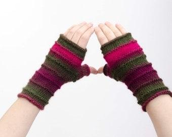 Knitted fingerless gloves  in pink
