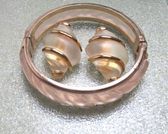 Vintage Acrylic Clamper Bracelet and Earrings Champagne and Gold