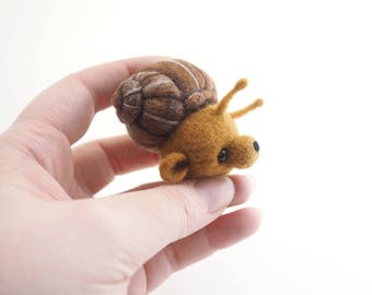 Cute artist bear, snail, bear, antennae, needle felted, felt animal, felt bear, made of wool, kawaii, ooak, gift, cute animal.