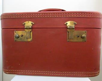 1950s Belber Neolite red leatherette vanity train case