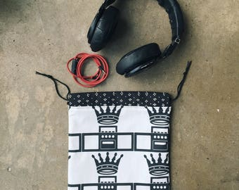 Headphone Pouch // Tech Accessorie Pouch // Neccessity Pouch