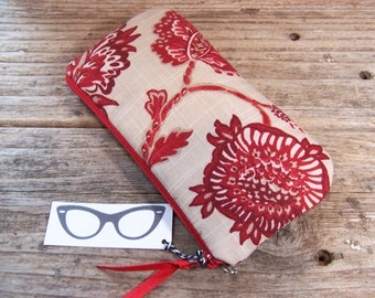 Stylish red linen Eyeglass/Sunglass case with a zipper they will be safe in this red case , padded and closes with a zipper.