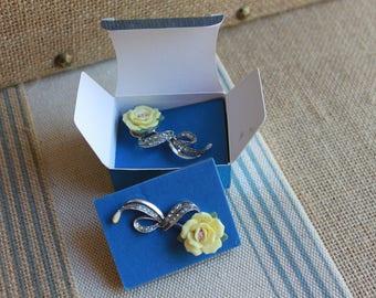 vintage Avon rose pin brooche set of 2 yellow rose