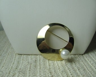 Vtg Sarah Coventry scarf pin goldtone with pearl