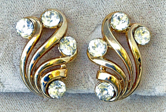 Vintage CROWN TRIFARI CRYSTAL RHINESTONe Earrings Gold Tone Clip-On Style with 4 Large Cut Rhinestones (about 3/4 Carat Each) Exc. Condition