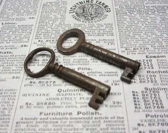 2 Antique Keys Hollow Barrel Original 1800s Vintage Keys Metal Door Lock Key Collection of Skeleton Key Jewelry Crafts Collection Old Keys D