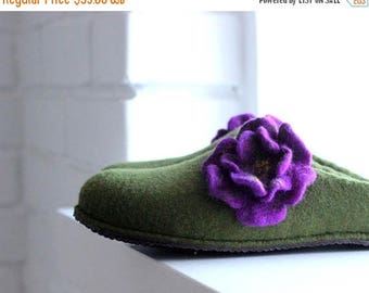 Women slippers  - felted slippers with flowers - handmade green house shoes with purple flowers - Mothers day gift - gift for her