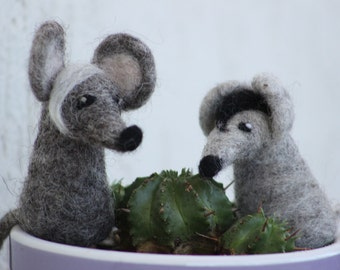 A little mouse or rat - needle felted finger puppet - natural toy - made to order