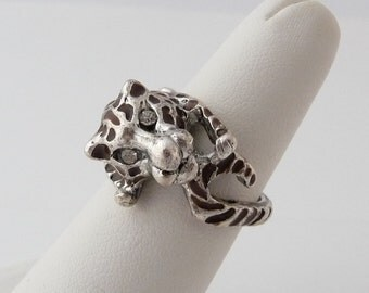 Vintage Enamel Leopard Ring Silver Metal Rhinestone Eyes Size 6.5 from TreasuresOfGrace