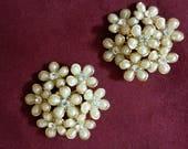 Vintage 1970s White Plastic and Rhinestone Flower clip-on Earrings.