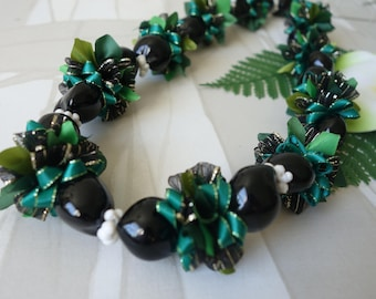 Hawaiian Kukui Nut Ribbon Lei Green