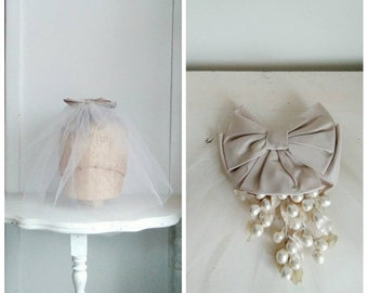 25% OFF/ To Have & To Hold 1950s Light Brown Tulle Short Veil/Fascinator with Cocoa Brown Taffeta Bow/Floral/Pearl Detail
