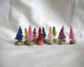 Christmas Trees Vintage Style with Wood Bases Village Accessory Accessories; 1 inch size and 12 trees; dollhouse trees