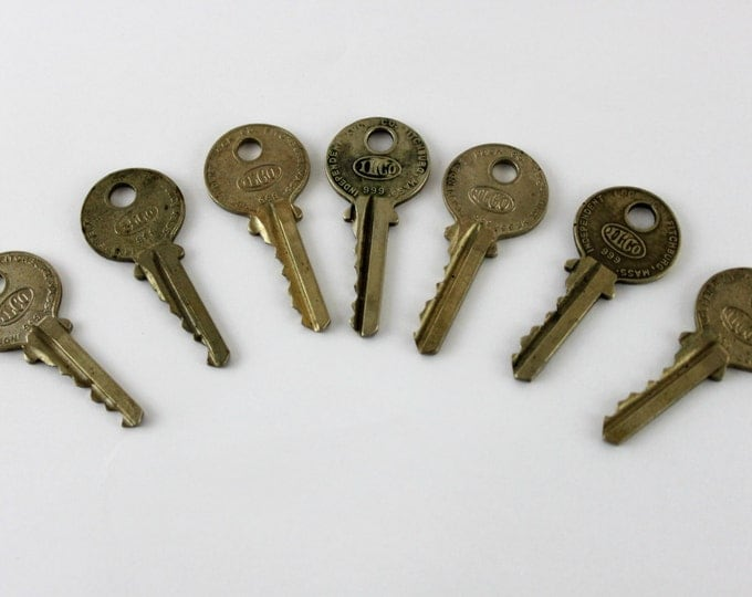 Lot of 7 Old Vintage Antique Retro Mid-Century Modern Steampunk Jewelry ILCO Keys