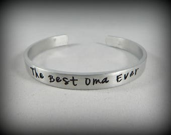 The Best Oma Ever - Hand Stamped Oma Bracelet - Oma Gift - Mother's Day Jewelry - German Grandmother - Pregnancy Reveal - kg12579