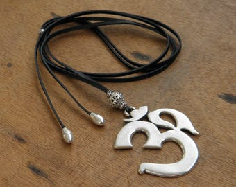 Long necklace - black leather - pendant in the shape of AUM - boho jewelry - gypsy - hippy - Ibiza - Bahia Del Sol - Indi.