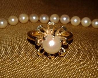 Genuine Pearl Necklace 14 Karat Gold /Pearl Ring 14 karat Gold Size 7.5 Vintage Set