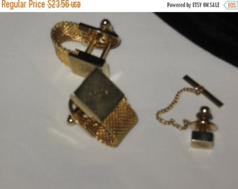 "SALE Vintage Gold Tone Metal mesh  Cuff link Tie Tack Pin Set, Engraved with the letter ""P"""