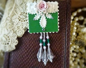 Brooch Vibrant Green and Lace Pin