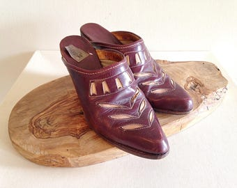 Vintage 1970s Zodiac Clogs Stacked Wood Heel and Awesome Leather Inlay Size 7 1/2
