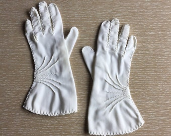 Vintage White Gloves ~ Wrist Length with Stitched Details