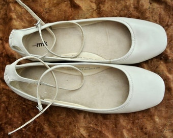 Leather flats - Cream with cross over ankle strap, covered heel : AUS Size 9