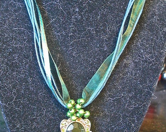 Green mirror ribbon necklace