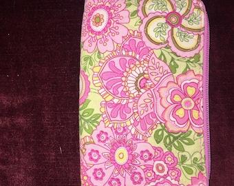 Vera Bradley zip around wallet organizer wristlet strap pattern Petal pink