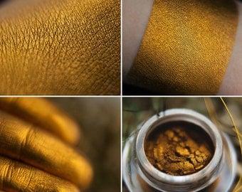 Eyeshadow: Nomad Queen- Nomad. Dark gold eyeshadow by SIGIL inspired.