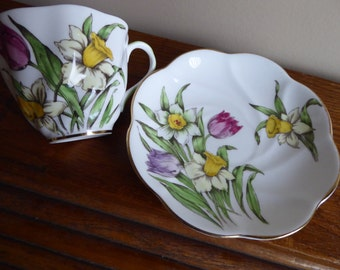 Vintage Hand Painted Salisbury TULIPS and DAFFODILS Tea Cup and Saucer  Made in England Bone China