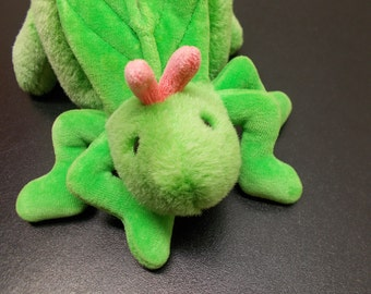Vintage Gund 1989 Grasshopper Insect RARE excellent condition green pink antennae plush stuffed animal Easter Christmas toy Clean