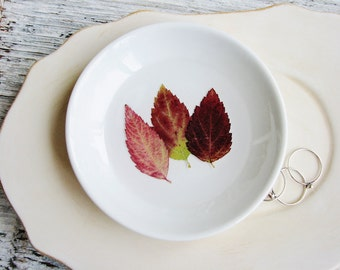 Small White Ceramic Dish with Leaves, Botanical Dish, Nature Lovers Gift, Jewelry Holder