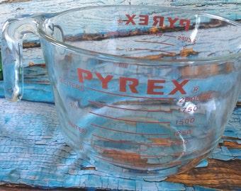 Pyrex 8 Cup measuring cup