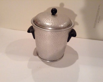 Beautiful 1960s vintage ice bucket with hammered metal and bake a lite handles