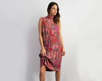 1980's Print High Neck Dress // Small Red Print Sleeveless Dress // Women's Vintage Clothing