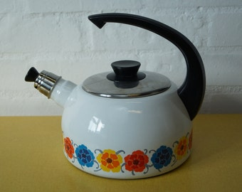 Vintage floral print enamel kettle (for display only)