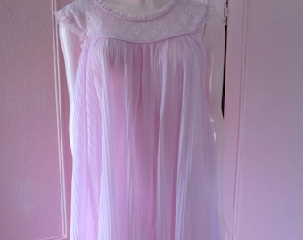 """1950s Lavender Permanently Pleated Nightgown with Lace by""""gm,"""" Size Small"""