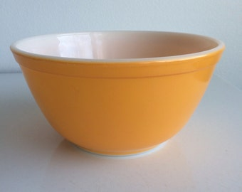 Vintage Pyrex Orange Daisy #402 1 1/2 Quart Mixing Bowl