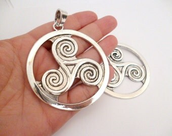 Silver Tone Large Celtic Charm Pendant_ CP5421008776100_Large Silver Charms_ Round Celtic of 66 mm_2/9 in_pack 1 pcs