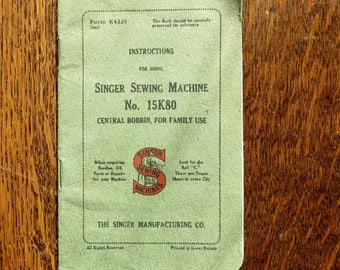 Een originele handleiding van de zangeres uit de jaren 1930.  Nummer 15K 80 voor de Singer naaimachine.