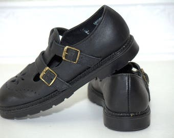 Black T-strap Mary Jane shoes, black shoes, vintage black shoes, vintage mary jane, sz 9