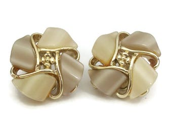 Vintage Cream and Taupe Thermoset Clip On Earrings - Gold Tone Cream Ecru Beige Big Large Clip Ons - Mid Century Jewelry