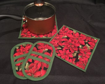 Poinsettia Pot Holder & Microwave Oven Mitt Set